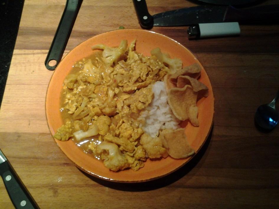 Bloemkool-eicurry met rijst