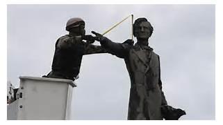 Monument to Jeff Davis comes down