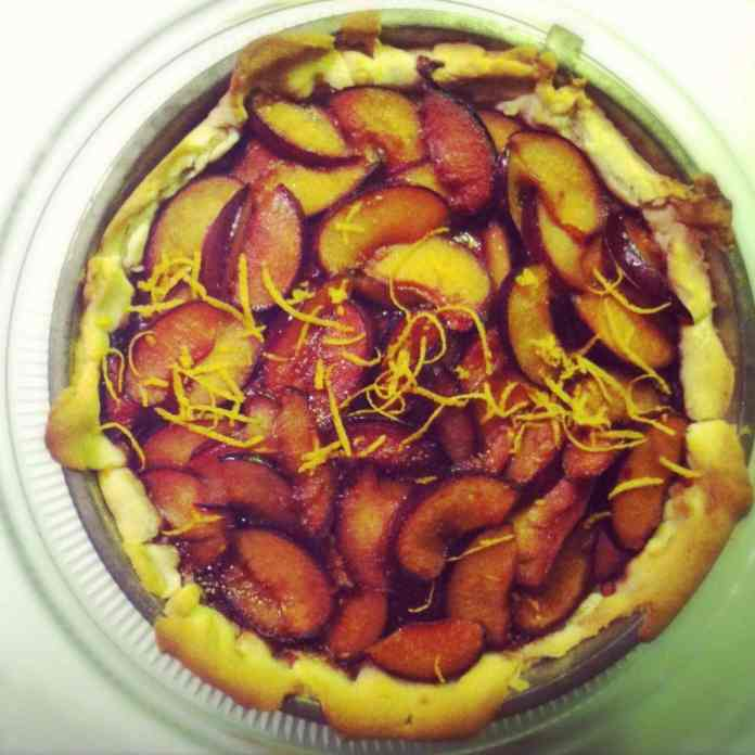 Plum orange crostata
