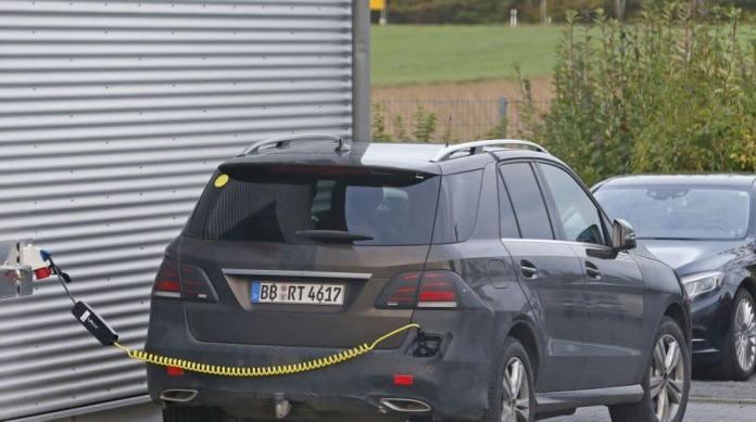 Mercedes-Benz luxury crossover plugin hybrid