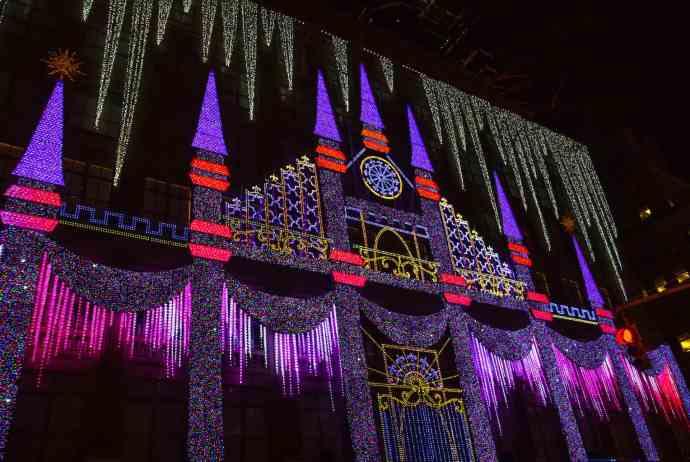 NYC Christmas: Free Walking Tour (Saks Fifth Avenue)