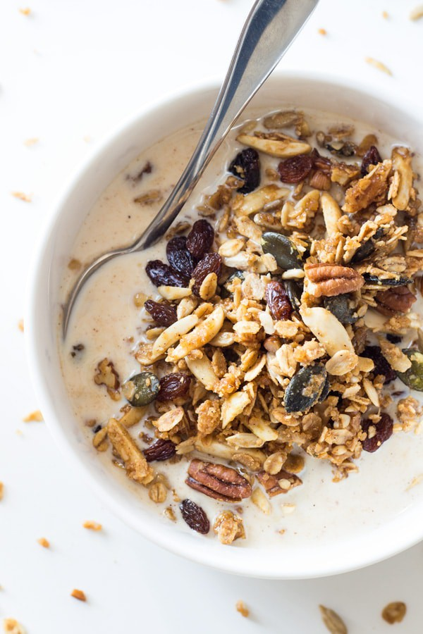 Make this X-mas spiced Healthy Homemade Granola right now and enjoy the joy-bringing anticipation of Christmas every single morning until the BIG DAY!!