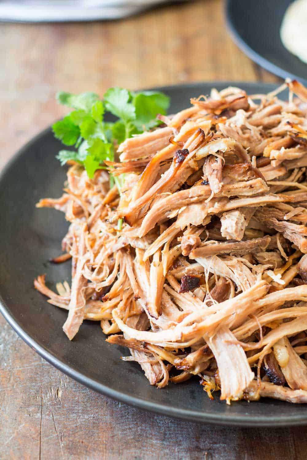 A recipe for those of you NOT owning a slow cooker but desperate for some tender and juicy tacos de carnitas: Pulled Pork Made In The Oven. Yes, it's easy!