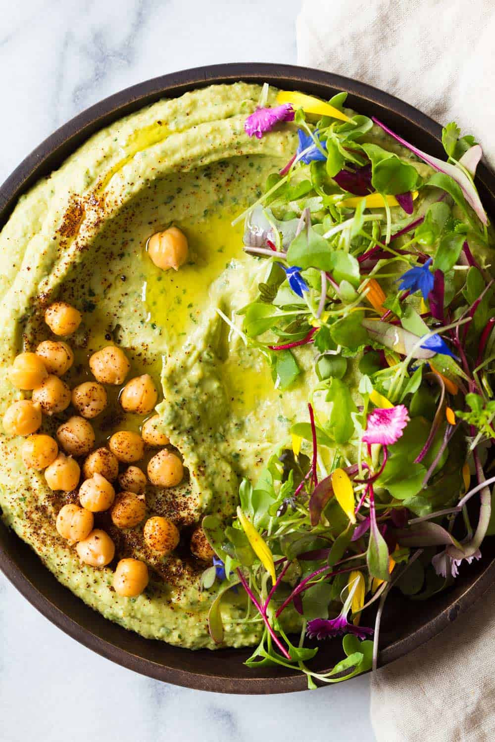 Spicy avocado hummus