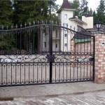 Надежная защита усадьбы ворота