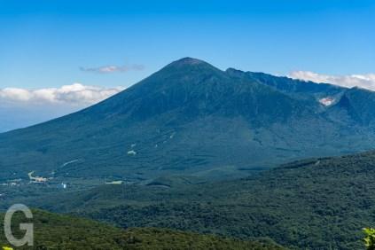 八幡平から見た岩手山