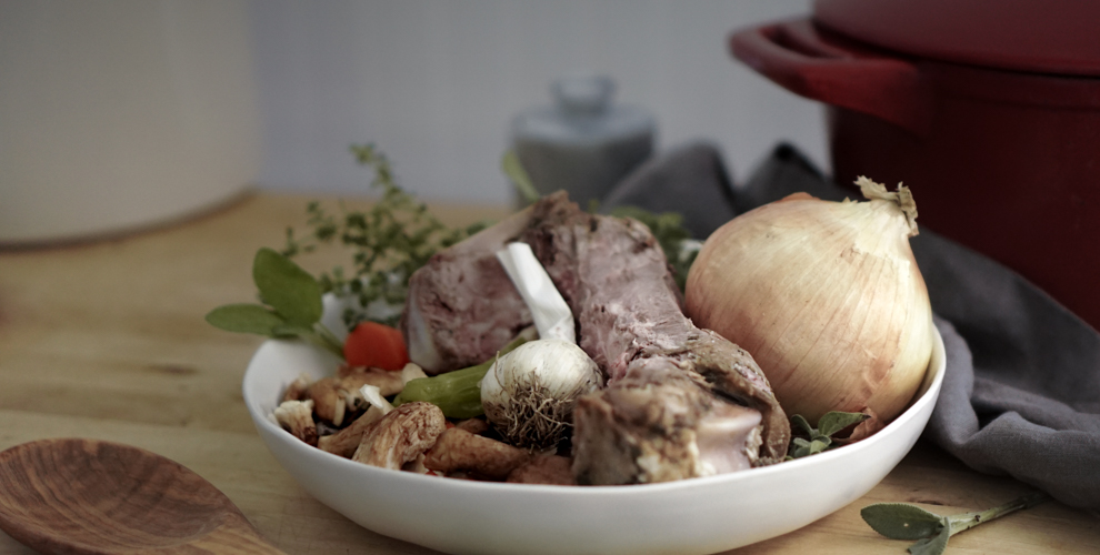 Lamb bone and onion ingredients for Bone Broth