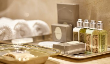 Τα ξενοδοχεία καταργούν πλέον τα πλαστικά μπουκαλάκια με προϊόντα περιποίησης