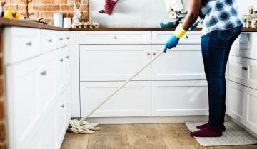 Καθαρίζουμε τα πατώματα του σπιτιού μας με φυσικά υλικά