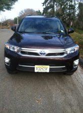 Front shot Toyota Highlander hybrid