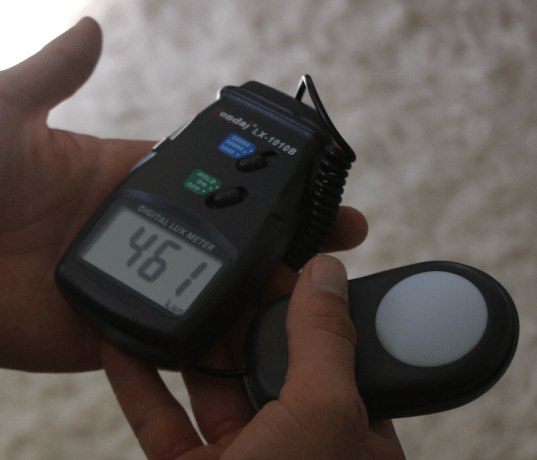how to use a light meter to measure ambient lighting