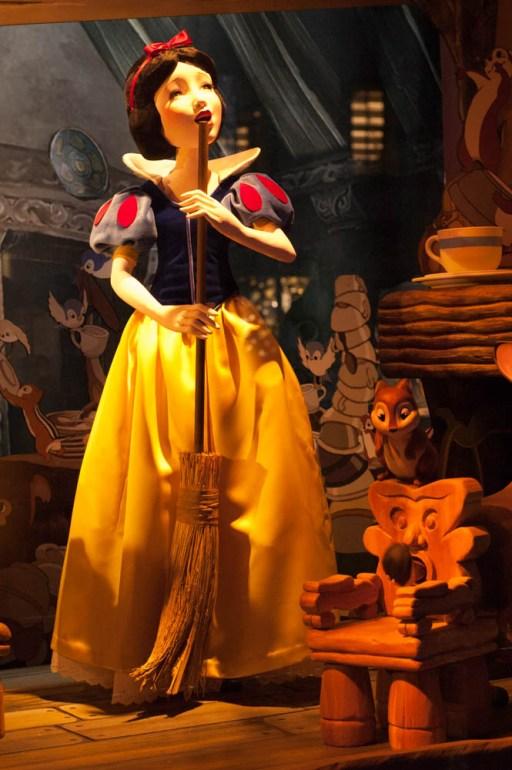 Snow White Window Display Saks Fifth Avenue Disney Christmas