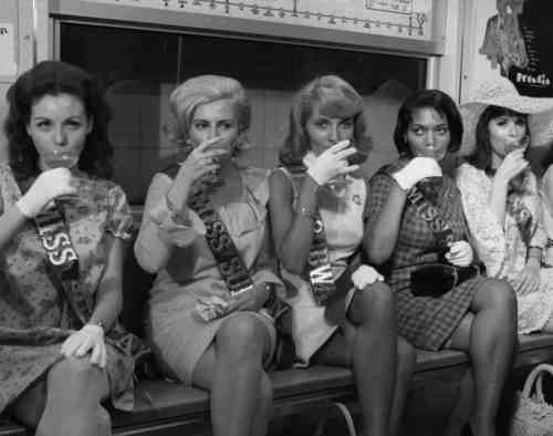 Miss Subways 1968 contestants (Frank Hurley/New York Daily News) - The City Reliquary