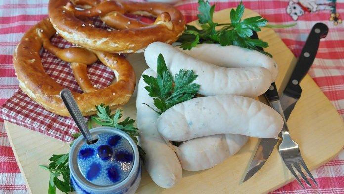 Biała kiełbasa jest jedną z najpopularniejszych wielkanocnych potraw
