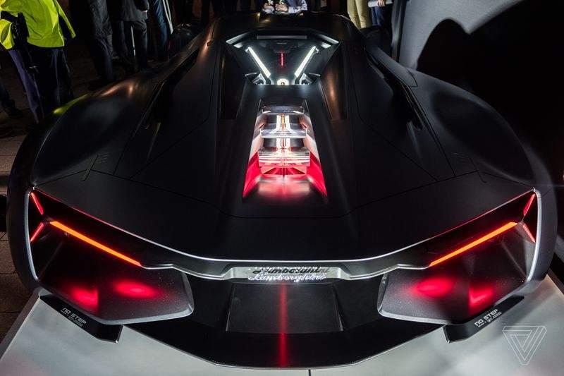Lamborghini este oficial în Mileniul III