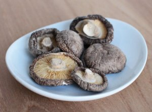 dried shiitake mushrooms for miso soup