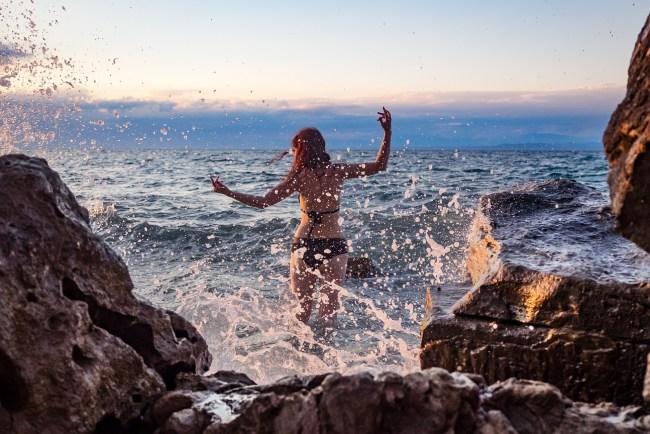 Gesichtspflege im Urlaub Sonnenuntergang Moon Bay Strunjan Slowenien