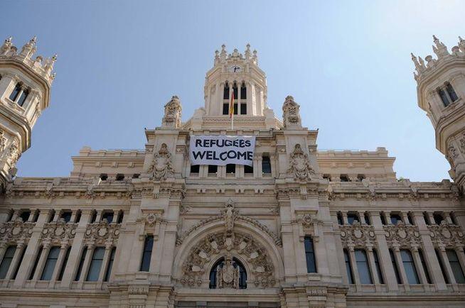 Ayuntamiento_de_Madrid-Refugees_Welcome-bienvenidos_refugiados-pancarta_MDSIMA20150907_3229_36
