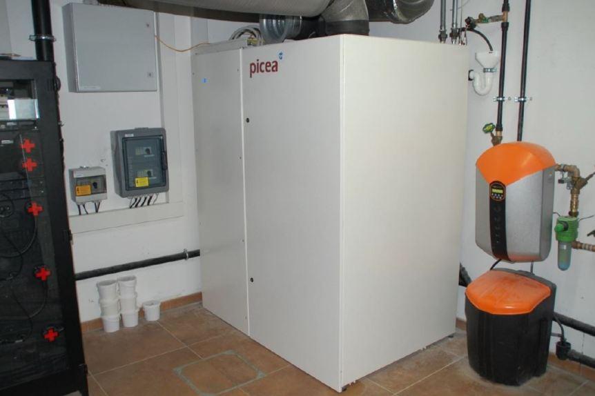 Wasserstoff-Kraftwerk Picea, eingebaut in einem Keller