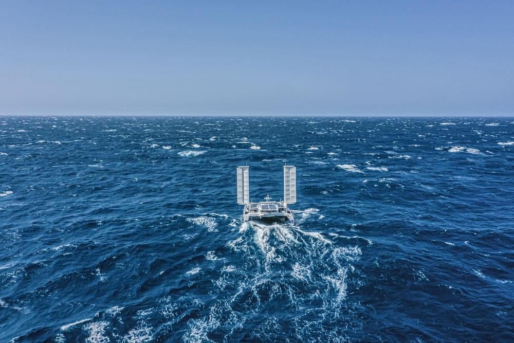 Energy Observer в бушующем океане