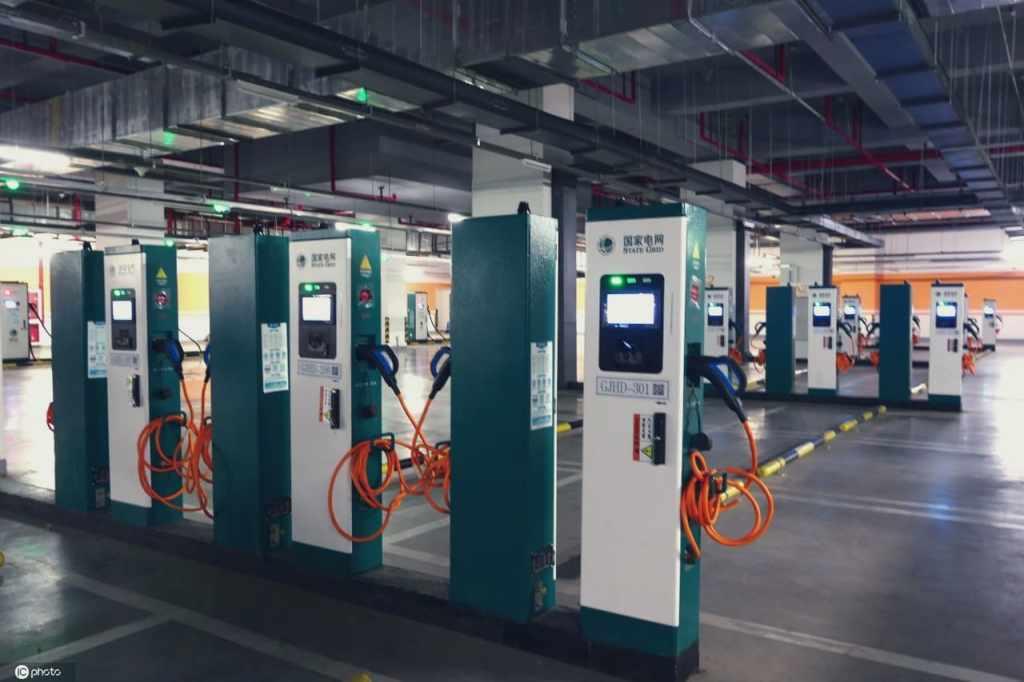 Быстрые зарядные станции на паркинге в Китае