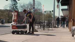 Роботы Яндекса нашли путь к американским студентам через гамбургеры