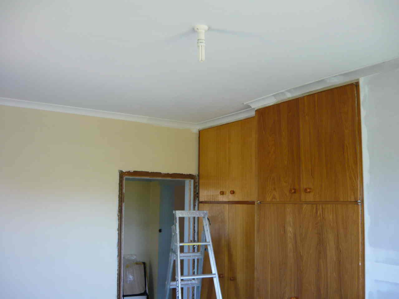Firts coat Volvox Clay paint on ceiling