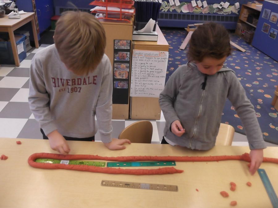 is our play dough worm 6 feet long?