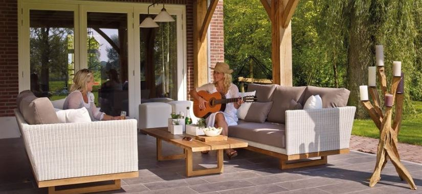 Entertaining Guests While Showcasing Your Garden