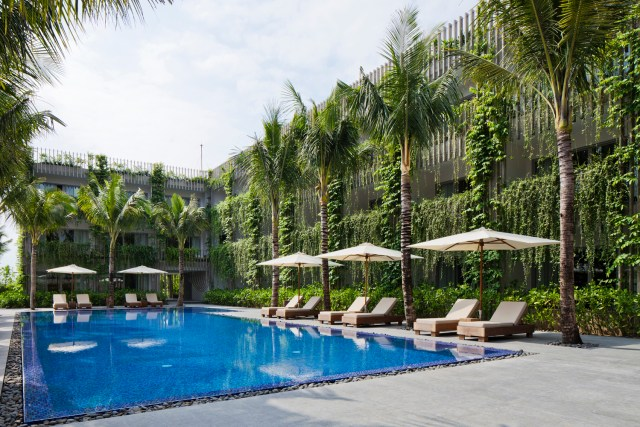 A implantação do projeto permite que todos os quartos tenham vista para a piscina. (Fonte: Archdaily).