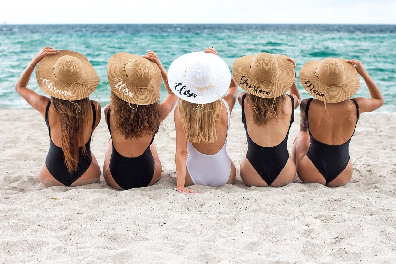 chapeaux de plage personnalisés pour les cadeaux de demoiselles d'honneur