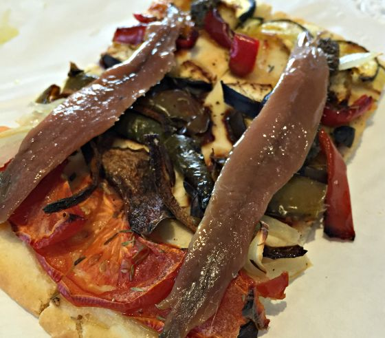 spain-catalunya-anchovy-pizza-food