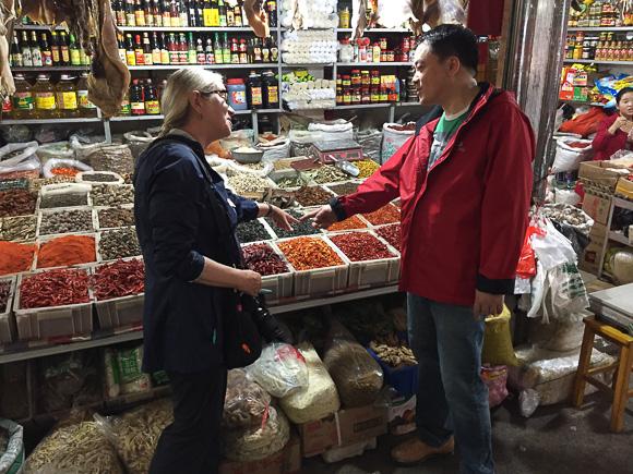 Market tour in Jinzhon