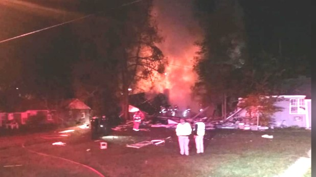 Five hurt in Greenwood Apartment explosion