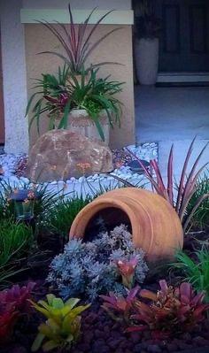 Дорожка из цветов с керамическим горшком