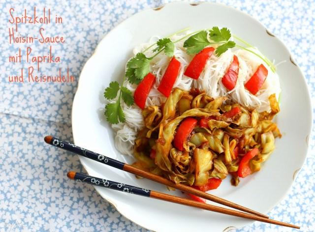 Spitzkohl in Hoisin-Sauce mit Paprika und Reisnudeln hclf vegan von sharonesse.blogspot.de