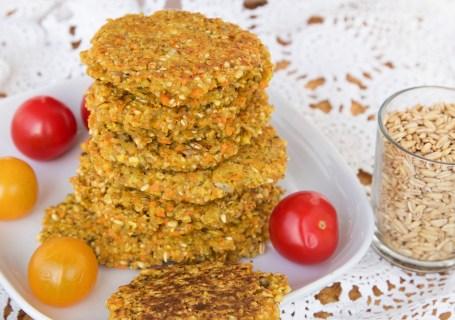 Knusprige Hafergrütze-Rösti mit Karotten und Kurkuma (vegan & GF)