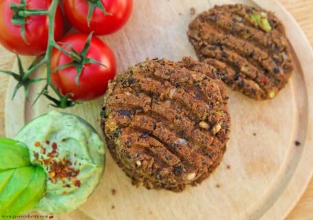 Burger-Bratlinge aus schwarzen Bohnen und Tofu (Vegan&GF)