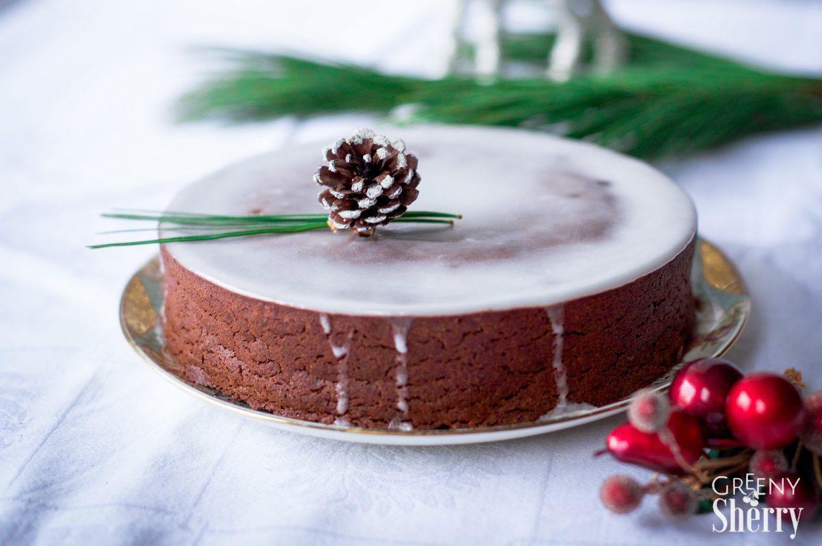Saftiger Lebkuchen-Schokoladen Kuchen [vegane Weihnachten]