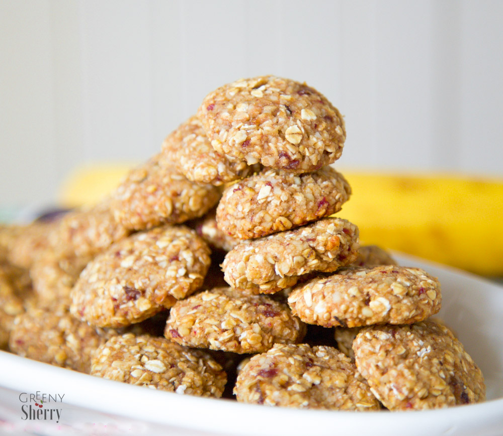Healthy and simple oat cookies that kids will love (vegan & glutenfree) only 4 ingredients recipe by www.greenysherry.com
