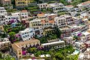 Positano, ses couleurs et son architecture typique de la côte Amalfitaine