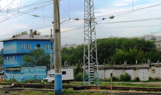 "напротив ж/д платформы ""Пятилетка"""