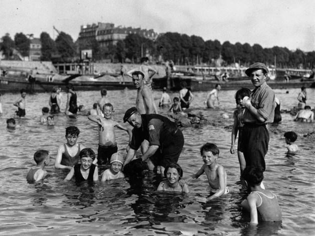 📸Photo 9/10: bain libre pendant une vague de chaleur, Ivry-sur-Seine, été 1932.