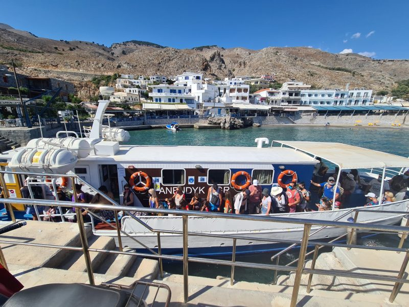 En av båtarna mellan Chora Sfakion och Loutro.