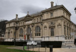 l'ancien Musée de Peinture fait partie du patrimoine abandonné depuis 20 ans par la municipalité Destot/Safar: il pleut dedans