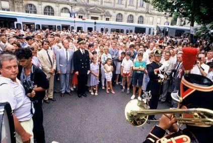 De gauche à droite Michel Destot, Jean Giard, Charles Descours, le Préfet et plus loin dans la foule Alain Carignon Maire et Ministre