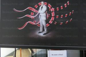 La Maison des associations et de l'économie sociale et solidaire de Pont de Claix dont C.Ferrari est maire accueillait une expo et exposait une toile de…. Christophe Ferrari (PS) Président de la Métro en James Bond ( le DL (6/2/15) c'est à peu près comme ça qu'il se voit. Un James bond qui aurait des retards à l'allumage Une toile de Christophe Ferrari façon James Bond en vente 50€. On ignore si elle a été vendue.