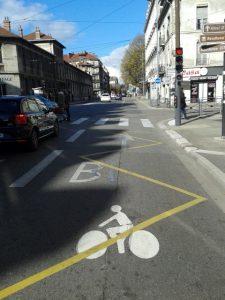 Agutte Sembat : voie bus + vélo dans le sens descendant ...