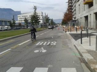 Presqu'île: la Métro le dit et on confirme, on roule tranquillement sur les voies bus + vélo.