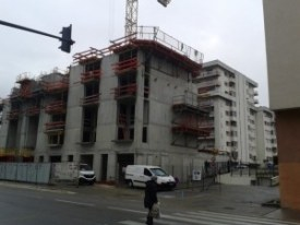 avenue Jean Perrot la boulangerie, la librairie Paillet disparaissent ,la municipalité se retire de la maison de quartier, et les HLM poussent